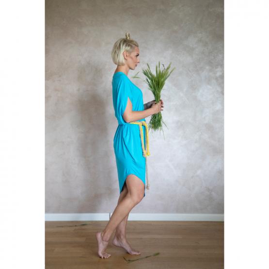 Letné šaty s prekríženým ramenom